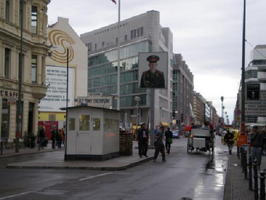 Ibis Berlin City Potsdamer Platz: Check point Charlie, a 5 minutos andando