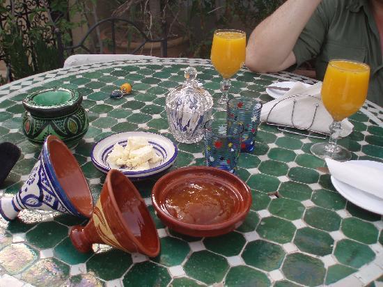 Hotel Belleville : Petit dejeuner en terrasse