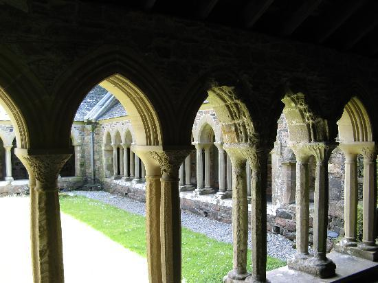 Isola di Mull, UK: Cloister of Iona Abbey