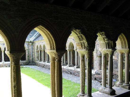 Wyspa Mull, UK: Cloister of Iona Abbey