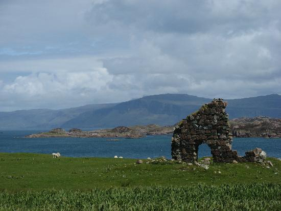 Νήσος Μαλ, UK: Scenery on the Isle of Mull from the grounds of the Abbey