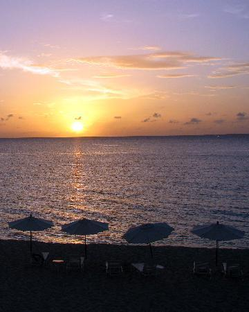 Carimar Beach Club: Sunset from Beachfront Balcony