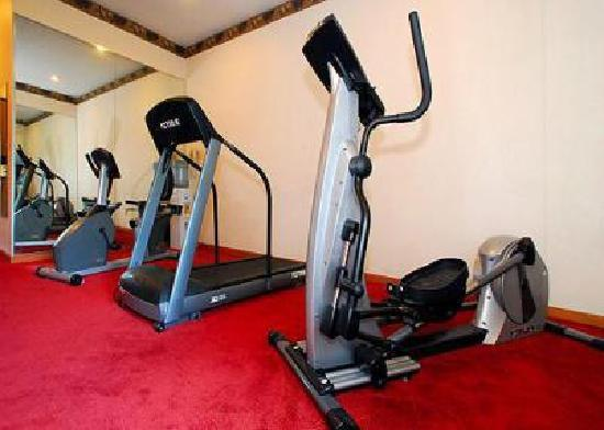Quality Inn & Suites Lenexa Kansas City: Small excersise room