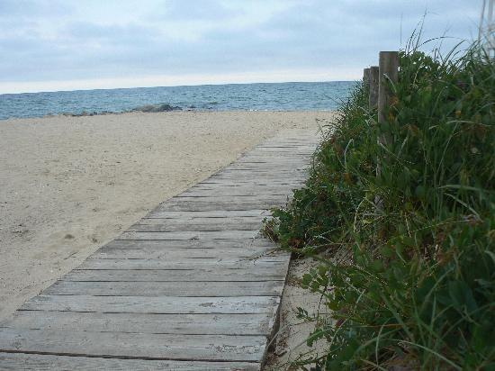 An English Garden Bed and Breakfast : the beach at the end of the street