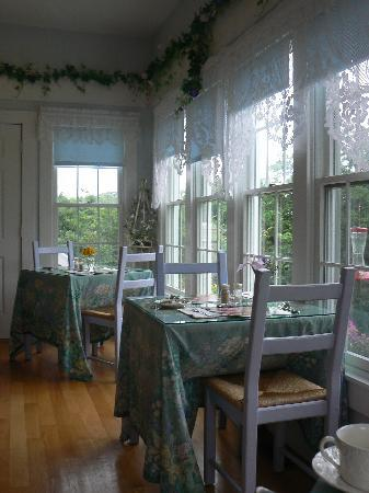 An English Garden Bed and Breakfast: breakfast room