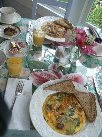 An English Garden Bed and Breakfast: breakfast