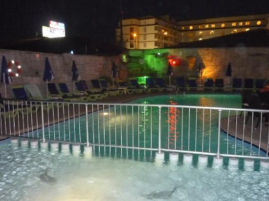 Lavitas Hotel: small pool with kids area
