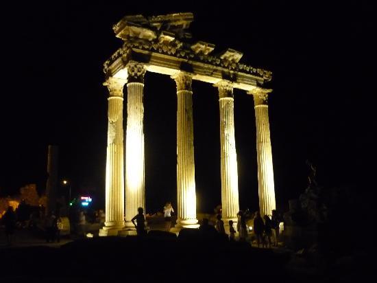 Lavitas Hotel: the temple of apollo