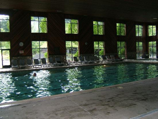 Bonneville Hot Springs Resort & Spa: Indoor Pool