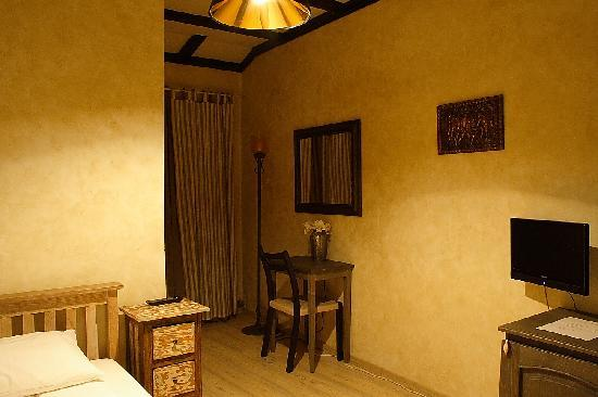 Avalon Rooms: single