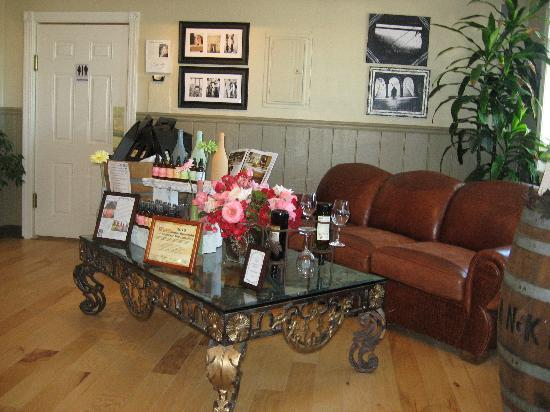 Veris Cellars : Tasting Room Display