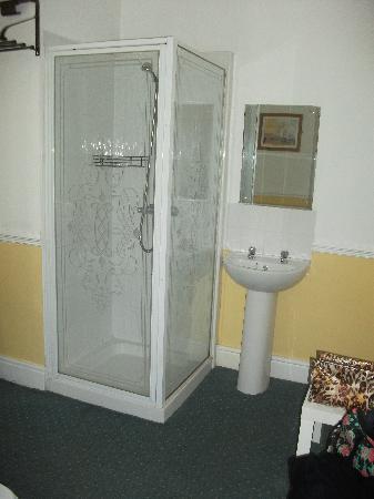 The Merchants Hotel: Shower in the bedroom?!?!