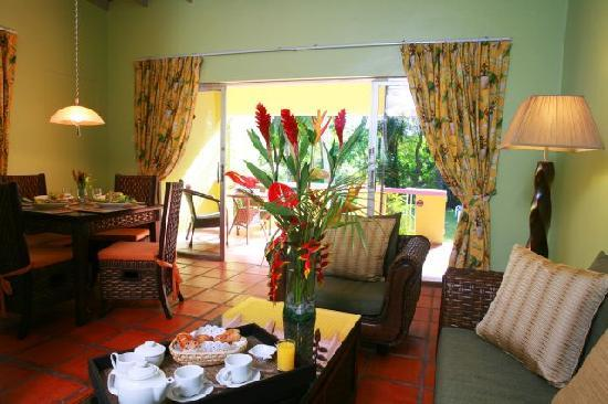 All Seasons Resort Europa: Our living room & dining rooms in our cottages