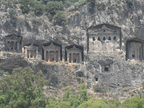 Alize Hotel: The tombs on a tour we booked through Erkran!