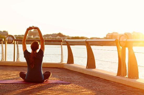 Battery Wharf Hotel, Boston Waterfront: Yoga on our harborwalk