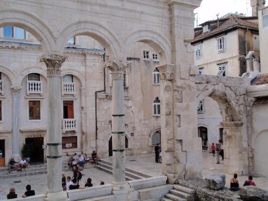 Diokletianpalast: Peristil