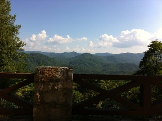 Robbinsville, Carolina del Norte: View from the terrace of the main lodge, June 2011