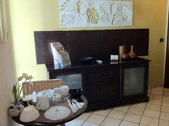 Daphne Trevi: breakfast area