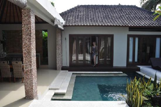Grand Akhyati Villas and Spa: Our bedroom from the swimmingpool