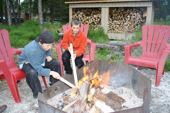 Alaska Riverview Lodge: Fire Pit