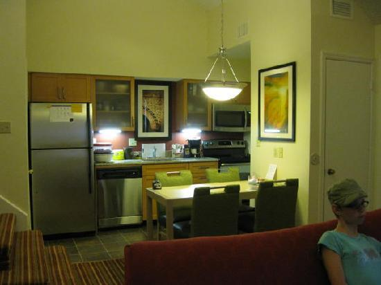 Residence Inn Boca Raton: Full Kitchen