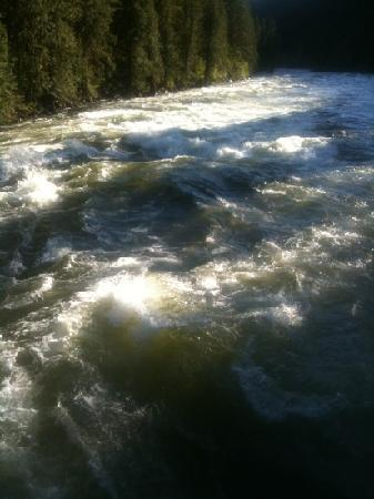 River Dance Lodge: whitewater fun:)