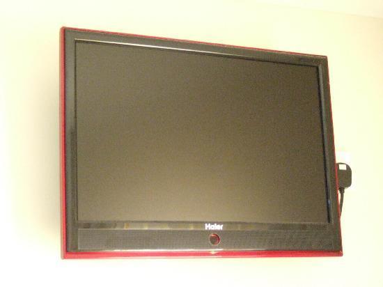 Azio Hotel: flatscreen TV