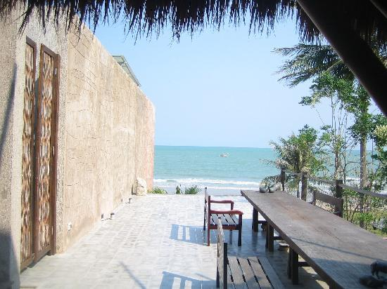 La a natu Bed & Bakery: beach view from entrance