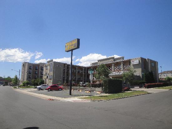 Budget Host Inn: hotel exterior