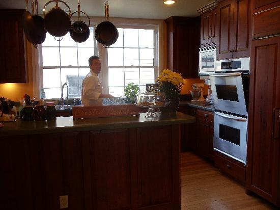 Purple Mountain Lodge Bed & Breakfast and Day Spa: Chris in the kitchen