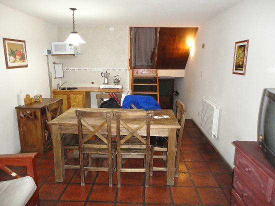 Altos del Faldeo: Cocina comedor con futon