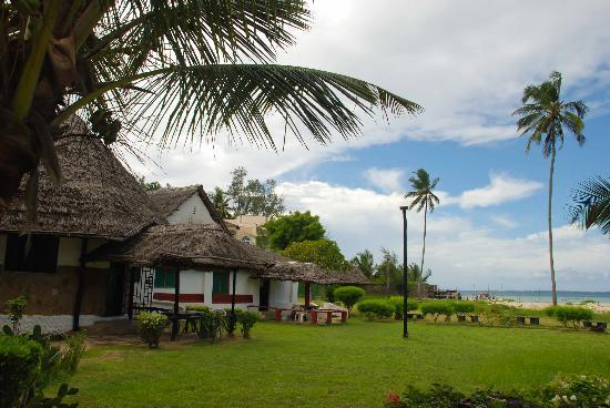 Big Tree Beach Hotel Mombasa Kenya: Accomodation attached to the bar