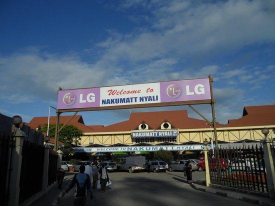 Nakumatt Nyali: Driveway entrance