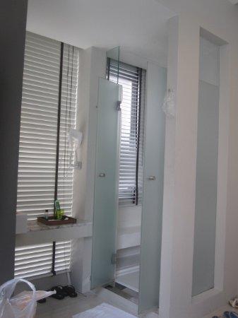 Metz Pratunam: Clean
