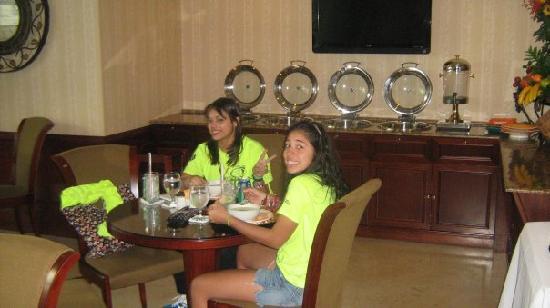 Toscana Inn Hotel: restaurant area...