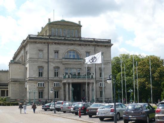 Villa Huegel : Villa Hügel - Nordseite / Eingang