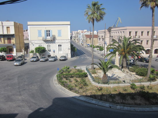 Hermoupolis, Grecia: View over Iroon Square from the balcony