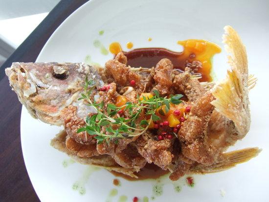 The Cliff Restaurant & Bar : fried fish - popular choice.