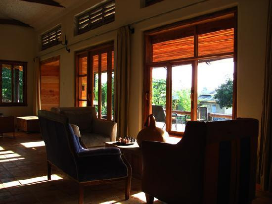 Kyambura Gorge Lodge: lounge area