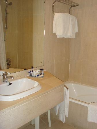 VIP Executive Marquês Aparthotel: bathroom