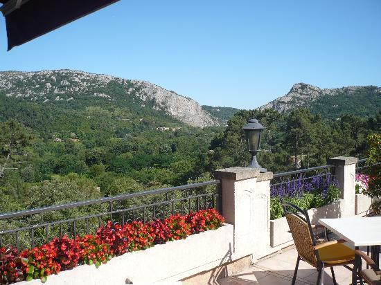 Hotel Restaurant La Porte des Cevennes : terras ontbijt en avondmaal