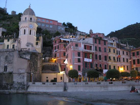 Camere Fontanavecchia: Vernazza by night