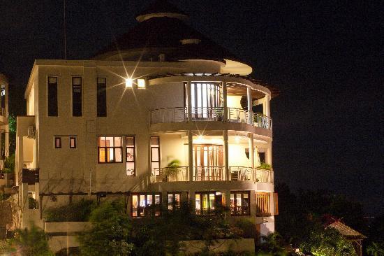 Sunset Hill Resort: At  Night