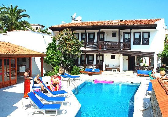 Villa Konak Hotel: Pool side