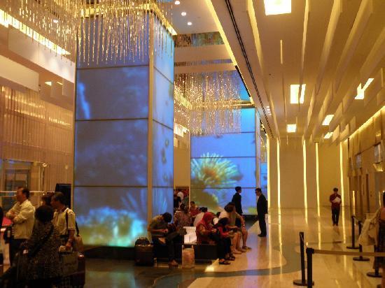 L'hotel Nina et Convention Centre: ロビー
