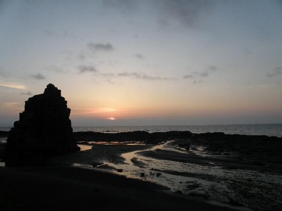 Fukaura-machi, ญี่ปุ่น: 奇岩のシルエット
