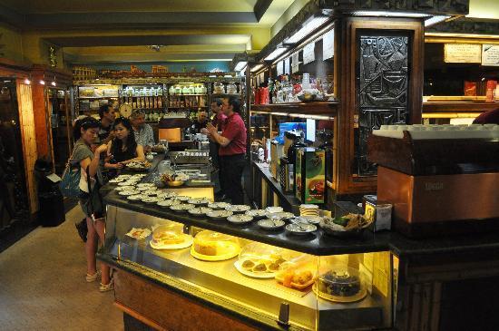 La Casa del Caffe Tazza d Oro: inside the cafe