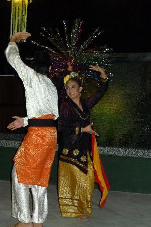 Songket Restaurant: Live Malaysian Cultural Dance Performances, Mon - Sat 9pm