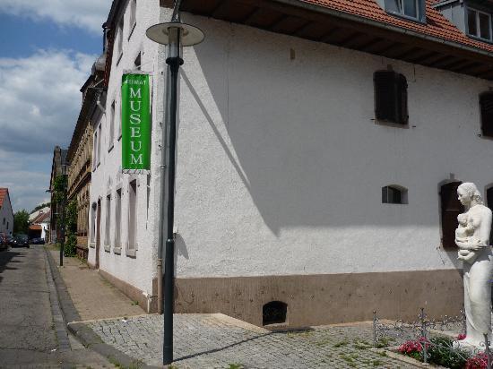 Heimatmuseum St. Arnual: von der Seite