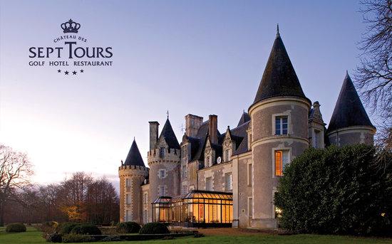 Château Golf des Sept Tours: Le Château au petit matin ...